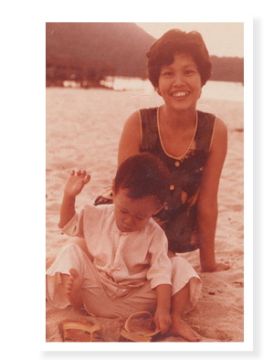 Chia Chong and her mother
